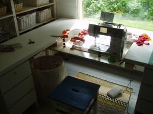 Uusvanha ompelupöytä